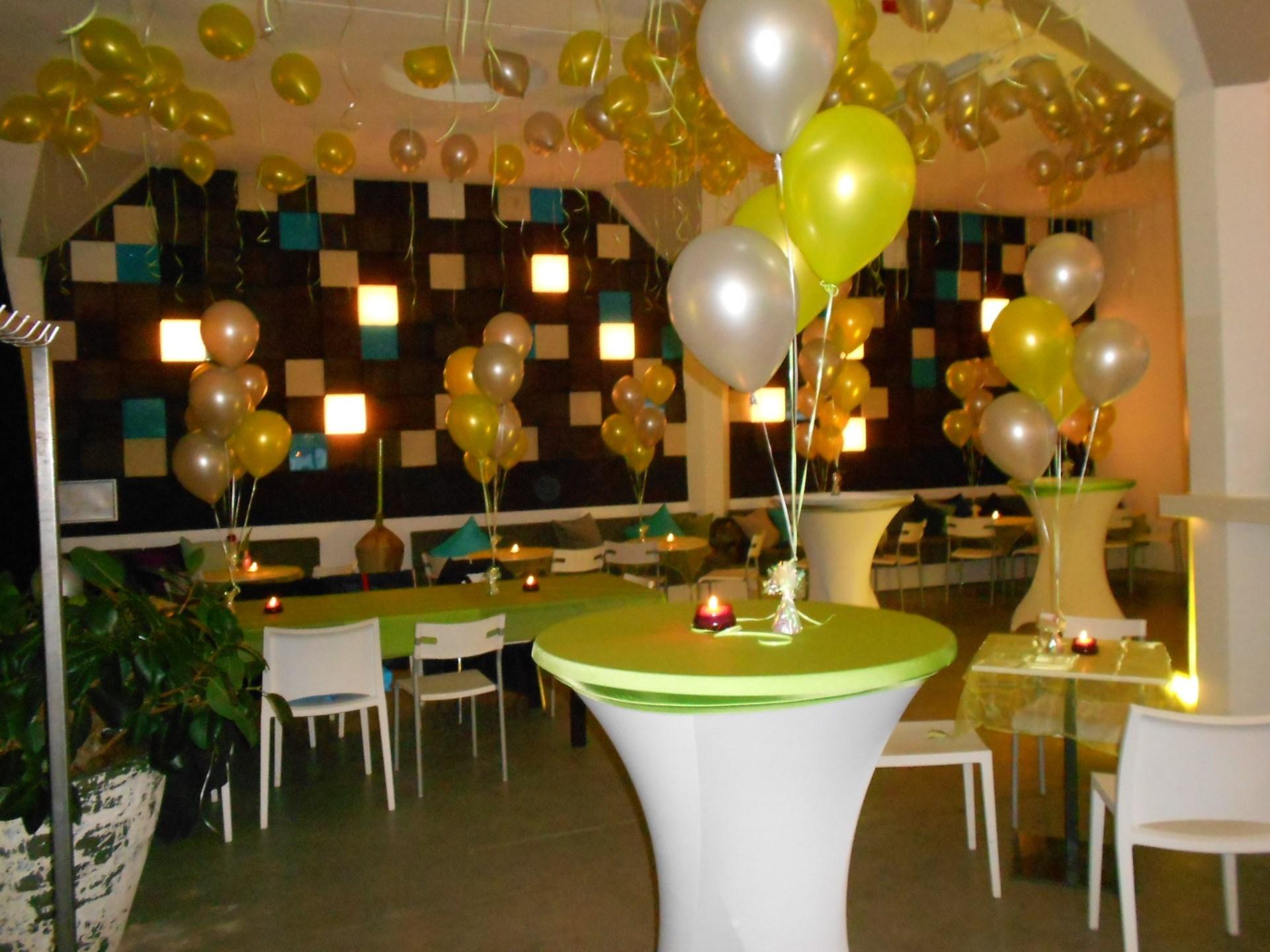Ballonnen decoratie zaal cafe gummmbar te amsterdam for Decoratie feest